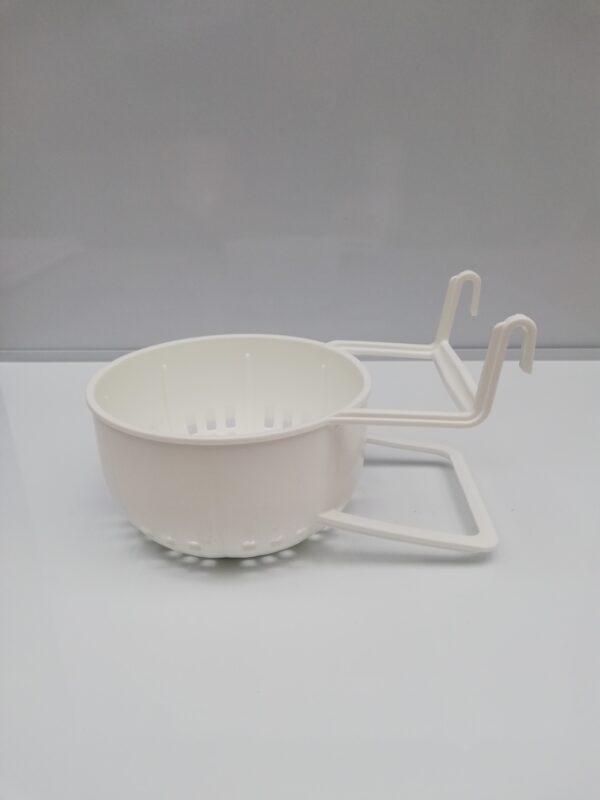 inside plastic nest pan with hooks